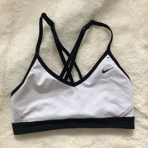 Nike pro Indy sport's bra black and white